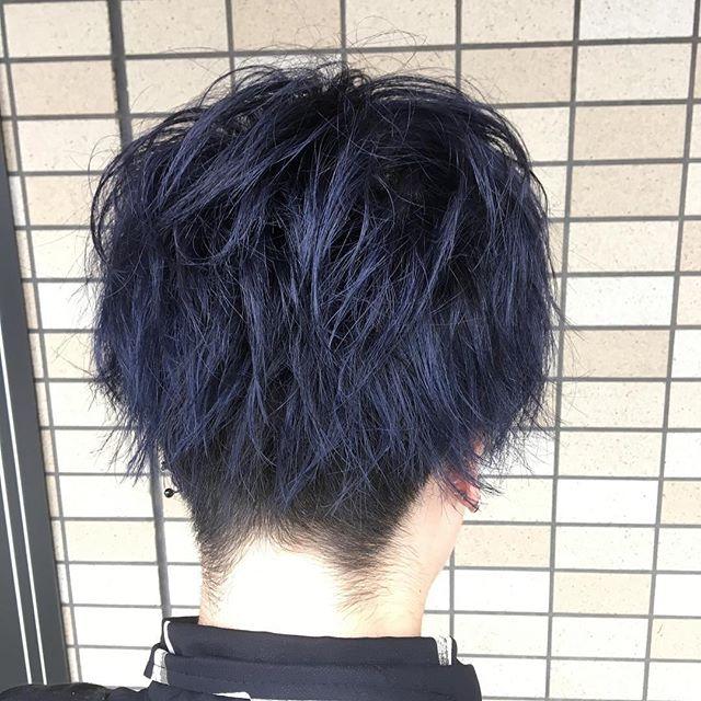 SUMMERvacationcolor ブルーアッシュグレー  今流行りの青系カラー♪ 赤味が強い方や日差しやアイロンなどで色が退色して明るくなっている方オススメです  暗いけど透明感のある色で光に透けると綺麗な青になります  ハイトーンもいいけど暗めで攻めるのもありですね